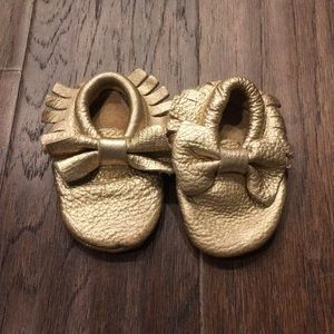 💕SALE💕 Gold Leather Bow Moccasins